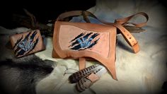 This is a special set of shoulder bag and wallet, both with the same motif, a tooled and painted wolf's face behind frazzle #b2zone #b2zonemagazine #leatherart #leatherprojects