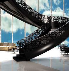 L'escalier majestueux réalisé pour le Mondrian South Beach Hotel. Tout en acier avec des motifs découpés au laser.