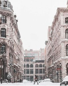 Montreal, canada is a great destination if you're interested in taking your first solo female travel adventure. This article has great tips and hacks plus great travel photography! Old Montreal, Voyage Montreal, Montreal Quebec, Quebec City, Amazing Destinations, Travel Destinations, Places To Travel, Places To Visit, Singles Holidays