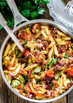 This Penne with Prosciutto, Tomatoes and Zucchini can be on your dinner table in 30 minutes. Crispy bits of prosciutto, zucchini and blistered cherry tomatoes is what makes this penne incredibly delicious. Pasta Recipes, Cooking Recipes, Healthy Recipes, Pork Recipes, Healthy Food, Detox Recipes, Recipies, Jo Cooks, Snack