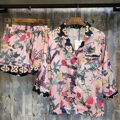 High-end Impressão de Seda Pijamas de Duas Peças Curtas Conjunto de Pijama Rosa Impressão Sleepwear Casa das Mulheres Terno de Verão de Cetim roupa de dormir