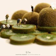 Miniature life by @tanaka_tatsuya #BoredPanda #Art #MiniatureArt #Miniatures #MiniatureLife via ✨ @padgram ✨(http://dl.padgram.com)