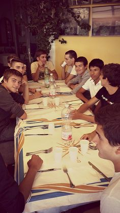 Tutti a tavola! #camposcuola #ristorante #ragazzi