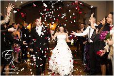 Wedding-Exit-Rose-Petals.jpg 800×535 pikseli