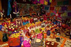 File:Ofrenda tradicional de Míxquic.JPG