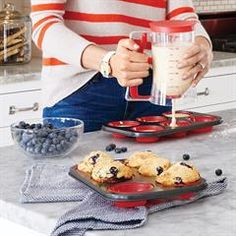 Avon Living Push-Out Muffin Pan