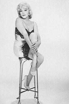 Novembre 1960 Portraits pour The Misfits - Divine Marilyn Monroe The Misfits, Gene Kelly, Elvis Presley, 20th Century Fox, Yves Montand, Body Noir, Cinema Tv, Hollywood Icons, Hollywood Stars