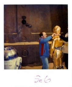R2-D2 and C-3PO in front of Jabba's Palace.