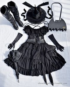 Uhhh no on the boots. Not really lolita. Estilo Lolita, Gothic Lolita Fashion, Gothic Outfits, Fashion Goth, Looks Dark, Looks Cool, Alternative Mode, Alternative Fashion, Mode Lolita