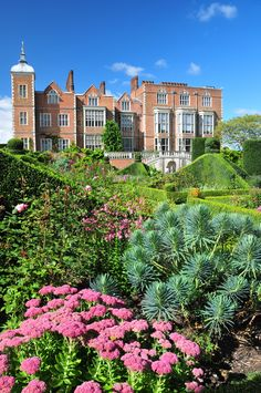 Hatfield House, Hertfordshire, England source: UltraPanavision on Flickr.