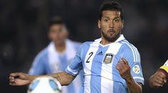 Este jugador de fútbol es Fabián Monzón. Es el mejor jugador del mundo. Juega para un club en España y también para el Equipo Nacional de Argentina.