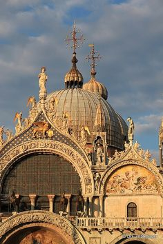St. Mark's Cathedral at dusk by TravelPod member Drfumblefinger, from Venice, Italy.
