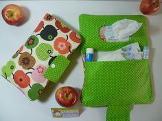 Taufe Wickeltasche praktisch - Windeltasche    Eine super praktische Wickeltasche, die von jedem leicht zu bedienen ist.  Durch den Druckknopf k...