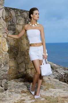 Blusa Strapless Blanca y Short Bordado Blanco Color Wear