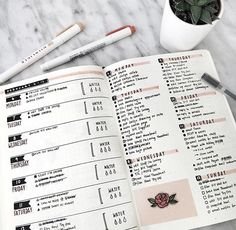 This is such an amazing idea for the bullet journal! Every year I get more organized and I love it! Can't wait to try this idea in my own planner! Bullet Journal Weekly Spread, Bullet Journal Doodles, Bullet Journal Spreads, Planner Bullet Journal, Bullet Journal Notes, Bullet Journal Layout, Bullet Journal Inspiration, Journal Guide, Journal Pages