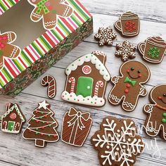 Who else loves gingerbread cookies?!? Also- holiday sets are totally SOLD OUT! Thank you everyone for your support! I can't wait to start, this is my favorite cookie holiday!!  #christmascookies #gingerbread #bananabakery