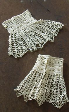 Spiderweb vintage de encaje puños hecha a mano por NectarAndWhatNot, $30.00