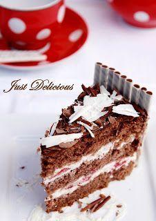 Narodeninová čokoládová torta s mascarpone krémom a jahodami