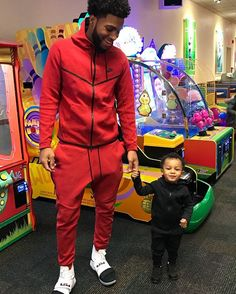 Instagram media by chrissails_ - Wassup little Chris Black Dad, Black Fathers, Black Boys, Daddy And Son, Father And Son, Chris And Queen, Boy Photo Shoot, Cute Black Couples, Flying With A Baby