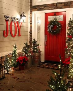 27 Fabulous Outdoor Christmas Decorations for a Winter Wonderland Front porch decorating, M. W, Front porch decorating 27 Fabelhafte . Merry Little Christmas, Noel Christmas, Christmas Wreaths, Christmas Crafts, Christmas Ideas, Christmas 2019, Holiday Ideas, Christmas Stockings, Christmas Front Doors