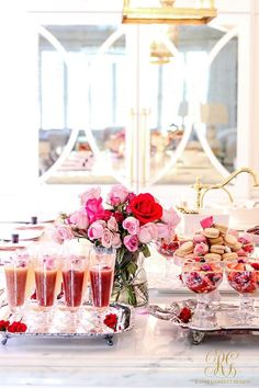 Valentines Day Photos, Valentine Day Wreaths, Valentines Day Party, Valentines Day Decorations, Valentinstag Party, Happy Valentines Day Calligraphy, Brunch Drinks, Grilling Gifts, Pink Drinks