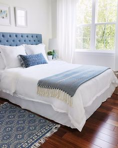 Blue and white calming bedroom with coastal style - decorating with blue and white for Spring - Jane at Home - Guest Bedrooms, Blue Decor, White Home Decor, Declutter Your Home, Summer Home Decor, Small Guest Bedroom, Calming Bedroom, Home Decor, Bedroom Furniture