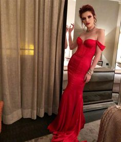 """495.3 mil curtidas, 2,403 comentários - BELLA (@bellathorne) no Instagram: """"Can you tell red is pretty much my fave color """""""