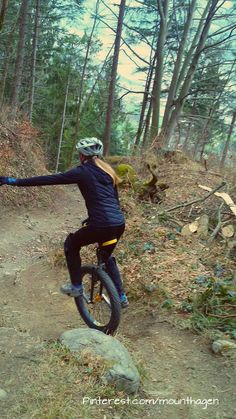 womens unicycling downhill, a cool and trendy sport Monocycle, Bike Room, Stunt Bike, Tricycle, Stunts, Rafting, Gelato, Outdoor Activities, Mountain Biking