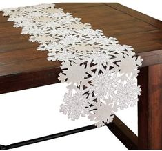 846 best table cloths runners images in 2019 table runners rh pinterest com