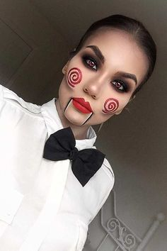 Looking for for ideas for your Halloween make-up? Browse around this website for creepy Halloween makeup looks. Creepy Halloween Makeup, Amazing Halloween Makeup, Halloween Eyes, Scary Makeup, Halloween Makeup Looks, Witch Makeup, Scary Halloween Costumes, Easy Costumes, Makeup Eyes