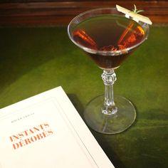 【 Les cocktails du Mardi Soir】   « Instants dérobés » un #shortdrink à base de #Martini #GranLusso, #Bourbon #Whiskey & #Mezcal.  -----------------------------   « Instants dérobés » a shortdrink made of Martini Gran Lusso, Bourbon Whiskey & Mezcal.  #lescocktailsdumardisoir #hotellancaster #cocktail #mixology#drinks #beverage