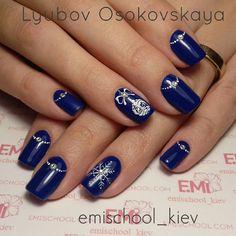 «Зима продолжается ❄⛄ #EMi #EmiDesign #EmiManicure #emiroshnichenko #emischool_kiev #empasta #emigelsystem #gelpaint #seasonofcontrast #ultramarine…»