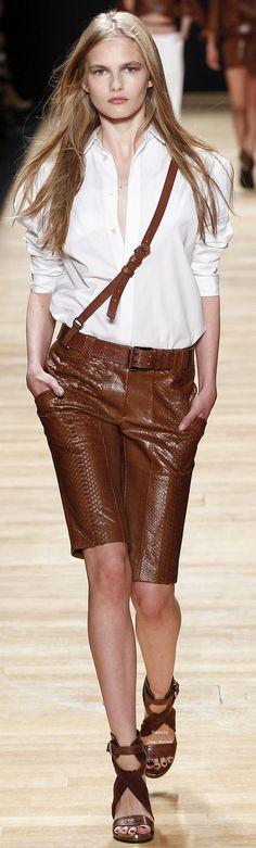 Barbara Bui - Spring Summer 2016 Ready-To-Wear - Shows - Vogue. Fashion Week Paris, Fashion Week 2016, Runway Fashion, Fashion Models, Spring Fashion, Womens Fashion, Look Fashion, Fashion Show, Model Legs