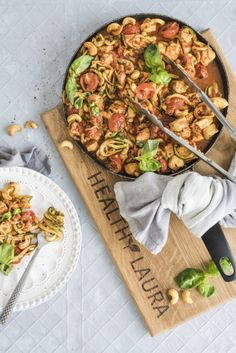 One of my all-time favorite extra quick dinner recipes. The best part is that it tastes good and I feel light after eating an extra big bowl of chicken zoodles. All paleo and keto! Enjoy the low carb meal that takes only 20 minutes to make. Healthy Recipes, Healthy Cooking, Low Carb Recipes, Diet Recipes, Egg Recipes, Cooking Recipes, Poulet Keto, Low Carb Meal, Keto Meal