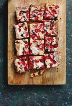 Summer Berry Custard Bars dessert recipe by Bakers Royale Just Desserts, Delicious Desserts, Dessert Recipes, Yummy Food, Tasty, Healthy Desserts, Yummy Treats, Sweet Treats, Custard Cake
