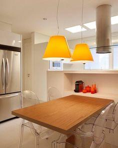 """""""Um toque de cor dá o charme a esta cozinha no Ibirapuera. We love orange! Cozinha Kitchens, cadeiras de Philippe Starck e luminárias Costanza da Lumini.…"""" #raparquitetura"""