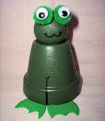 Clay Pot FROG craft for kids - Easily Made with the Teeny Tiny Pots - (Sold in Dollar Stores & Garden Stores) Clay Pot Projects, Clay Pot Crafts, Diy Clay, Art Projects, Flower Pot Art, Flower Pot Crafts, Flower Pots, Craft Flowers, Crafts For Boys