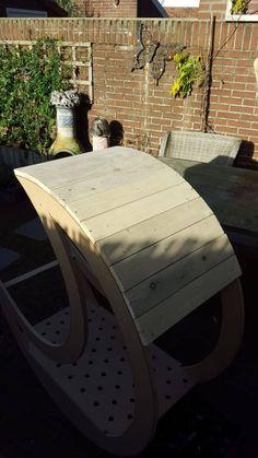 Homemade Pallet Half-moon Cradle DIY Pallet bed headboard and frame - Pallet Bedroom Pallet Bed Frames, Diy Pallet Bed, Wooden Pallet Projects, Pallet Crafts, Unique Headboards, Headboards For Beds, Pallet Headboards, Headboard Frame, Headboard Ideas