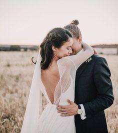 Melissa Villarreal con su vestido Alejandra Svarc de muselina de seda. Blusa de manga larga de tul plumeti y velo de tul. Novias románticas. Wedding dress.
