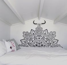 BEDROOM BLISS pimp up your bedroom boho bedroom with our holy mandala stencils 184 x 184 centimeter BLACK big stencil big mandala Mandala Stencils, Stencil Designs, Decorating Blogs, Mandala Design, Diy Home Decor, Bedroom Decor, Wall, Caligraphy, Attic
