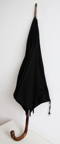 Vintage umbrella  #vintageclothing #vintage #antique #vintageumbrella you can buy on http://www.salonmody.cz/en/home/201-destnik.html