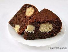 Шоколадный манник в мультиварке  Ингредиенты:  1 ст. манной крупы,  1,5 ст. простокваши или кефира, 1,5 ст. сахара, 1 ст. муки,  0,5 пачки маргарина или сливочного масла, 3 яйца,  1 ч.л. соды,  0,5 ч.л. соли, 4 ст.л. какао.  Приготовление:  Для творожных шариков: 200 г творога, 1 яйцо, 8 ст.л. кокосовой стружки, 3 ст.л. сахара, 2 ст.л. муки. Сначала смешаем простоквашу с солью и манкой. Пока делаем следующие действия, манка в простокваше набухнет. Приготовим смесь для творожных шариков…