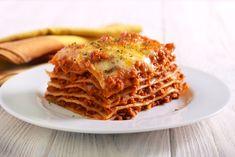 Λαζάνια με Κιμά Italian Dishes, Italian Recipes, Dave's Gourmet, Sausage Lasagna, Boneless Pork Chops, Chicken Burritos, Carne Picada, Chops Recipe, Roasted Vegetables