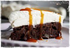 Brownie Cheesecake et sa Sauce Caramel (chocolat pâtissier, sucre, creme fraiche légère, pépites de chocolat, noix, Philadelphia)