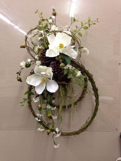 Crafts Magnolias and vine Easter Wreaths, Fall Wreaths, Door Wreaths, Christmas Wreaths, Wreath Crafts, Diy Wreath, Grapevine Wreath, Deco Floral, Arte Floral