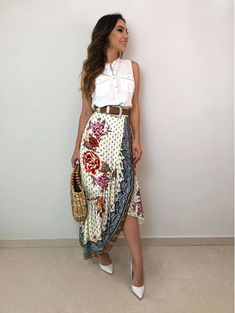 Saia linda Elegant Outfit, Classy Dress, Classy Outfits, Trendy Outfits, Fashion Outfits, Womens Fashion, Modest Summer Outfits, Classic Skirts, Western Dresses