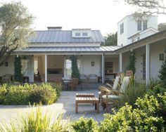 Sonoma Ranch: Indoor/Outdoor courtyard formed by u-shaped plan Photo: Matthew Millman