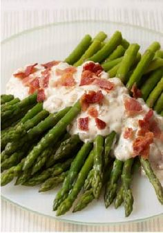 Bacon & Caramelized-Onion Asparagus recipe - In our dreams, side dishes with bacon, caramelized onion and creamy dressing can be part of an eating-well plan. But this is no dream—it's delicious realit (Chicken Bacon Onion) Asparagus Bacon, Asparagus Recipe, Kraft Recipes, Home Recipes, Cooking Recipes, What's Cooking, Family Recipes, Holiday Recipes, Yummy Recipes