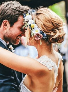 Wedding lovin' perfection 22 Flower Crown Creations To Make You Swoon • BoredBug