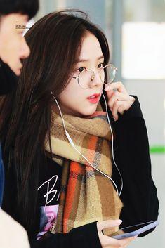 """© Off the Page Blackpink Jisoo, Kim Jennie, South Korean Girls, Korean Girl Groups, Black Pink ジス, Divas, Blackpink Debut, Blackpink Members, Blackpink Photos"